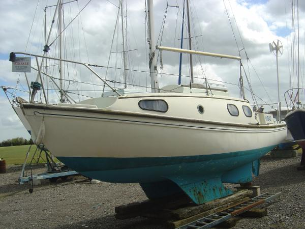 Westerly Windrush 25 Twin keel on grp extending stubs.