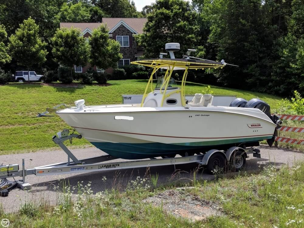 Boston Whaler 240 Outrage 2004 Boston Whaler 240 Outrage for sale in Fredericksburg, VA