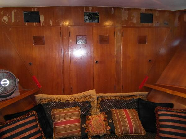 Forward Cabin / V-Berth