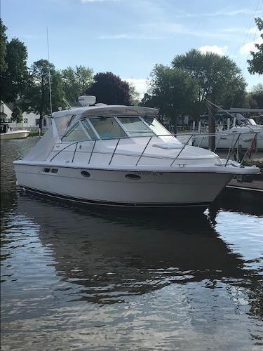 Tiara 2900 Open Starboard Bow