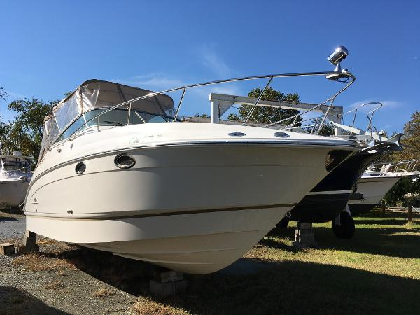 Chaparral Signature 276 Starboard Bow w/Spotlight