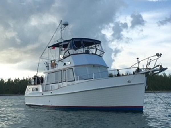 Grand Banks Motoryacht Perfect Live Aboard Starboard side @ anchor