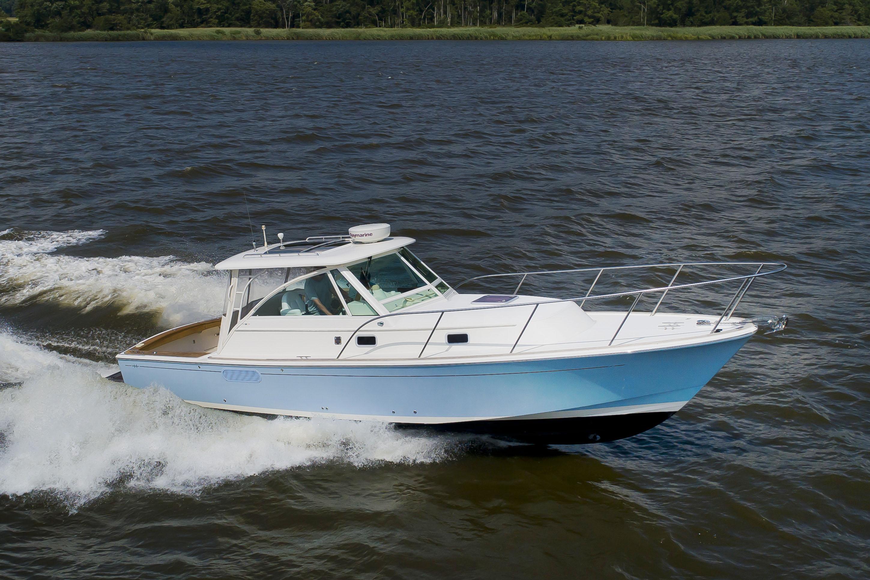 Hunt Yachts Surfhunter 33