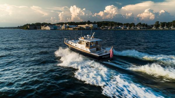 Grand Banks 38 Eastbay HX Grand Banks Eastbay 38