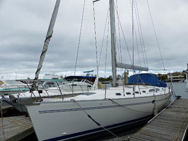 Catalina 470 Port Profile