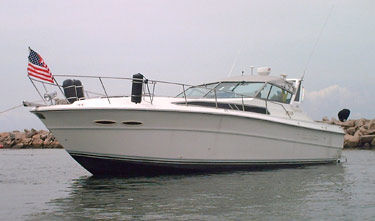 Sea Ray 390 Express Cruiser Photo 1