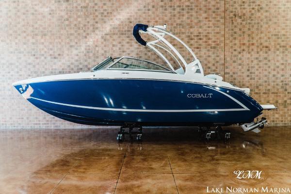 Cobalt Boats R3