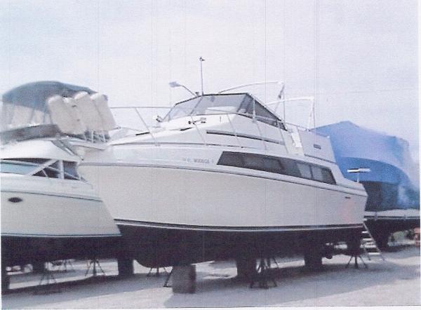 Carver Mariner 3297 dry-dock
