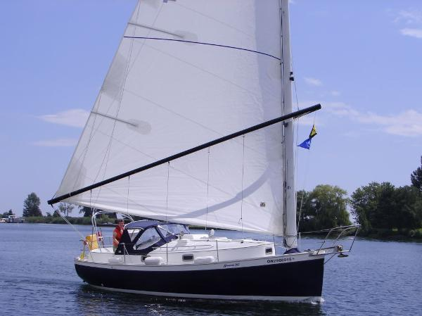 Nonsuch 260 Starboard Profile