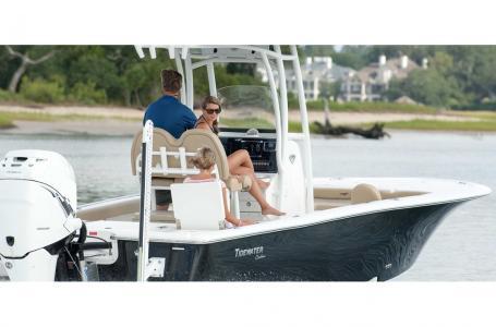 Tidewater Boats 2500 Carolina Bay