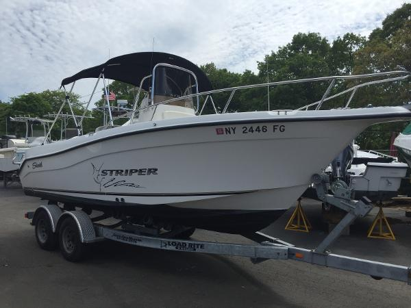 Seaswirl Striper 21 Center Console