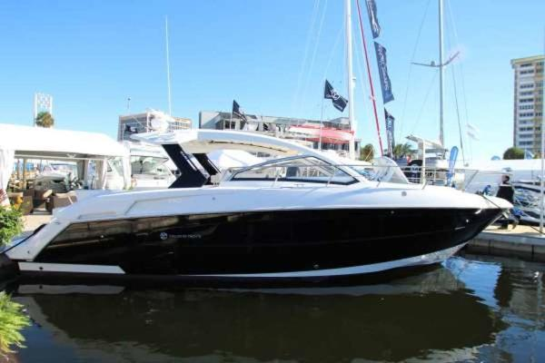 Cruisers Yachts 390 Express Coupe