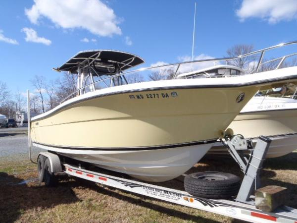 Pursuit 2670 Cuddy Console Starboard Bow