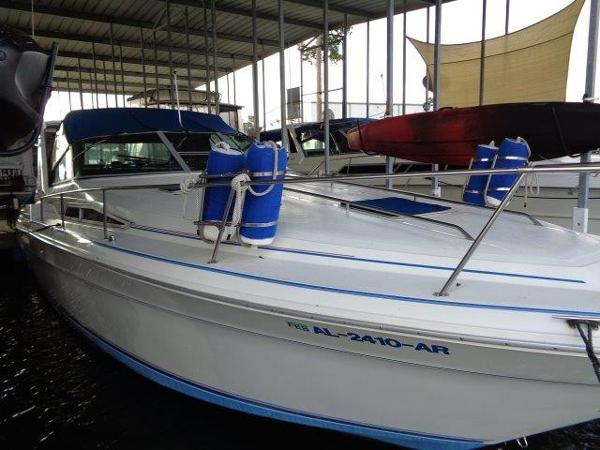 Sea Ray 330 Express Cruiser Starboard Mid-Ships