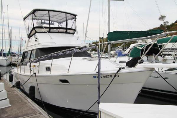 Bayliner 3288 Motoryacht 3288 Bayliner - Dockside Exterior 1