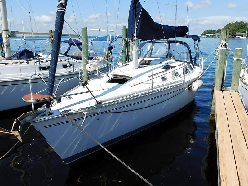 Hunter Legend 35.5 01 35' Hunter Dockside Port.JPG