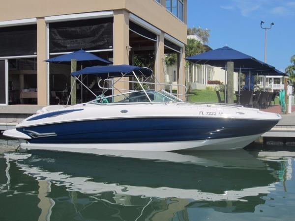 Crownline 260 EX Bowrider Starboard Side Profile