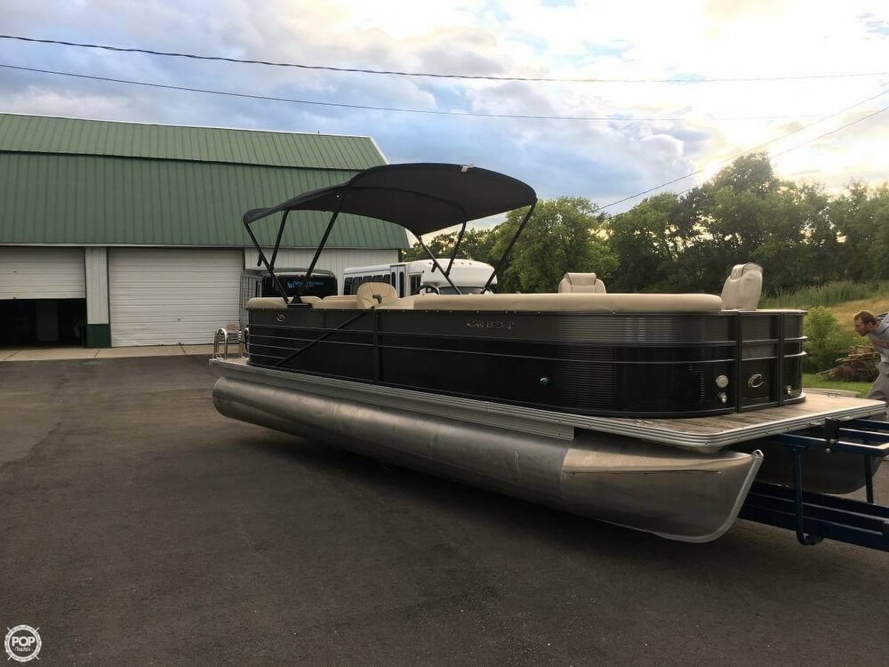 Crest II 250 2016 Crest II 250 for sale in Hartford, WI