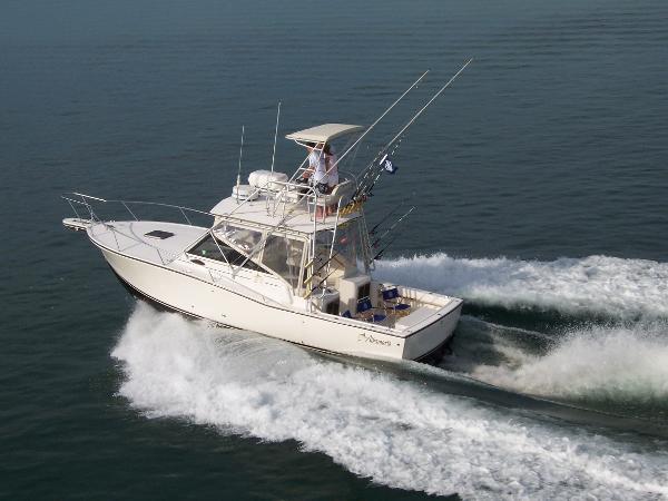 Albemarle 320 Express Fisherman Running Shot