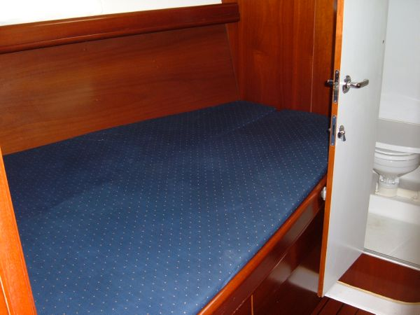 Forward stateroom berth to port