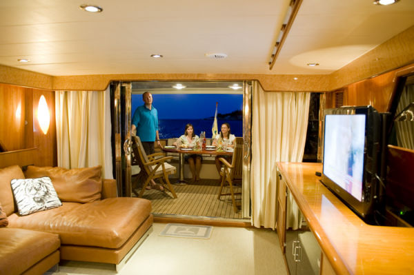 Salon to Aft Deck