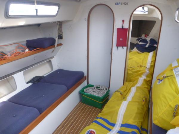 J/39 - Saloon Berth