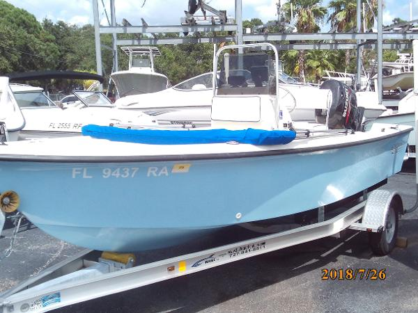 Sea Hawk 1720 BAY CENTER CONSOLE