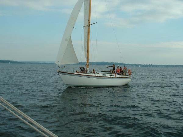 Custom 28' wooden sloop Under sail