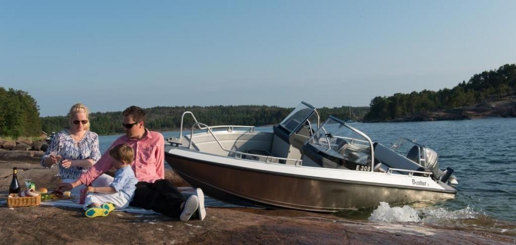 Buster Boats X   im Vorlauf