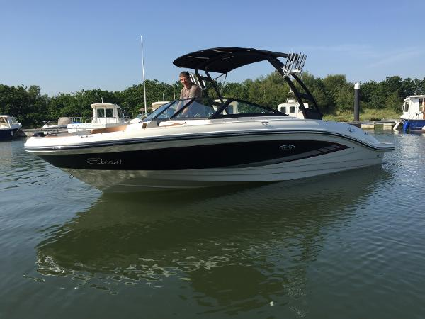 Sea Ray 21 SPXE Port bow