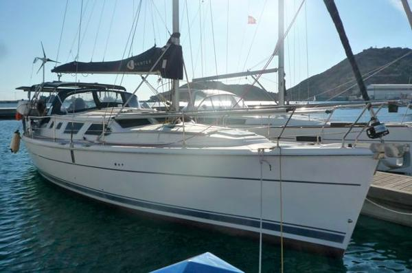 Hunter 44 Deck Salon