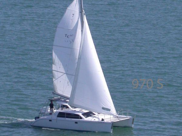TomCat Boats 970 S Profile