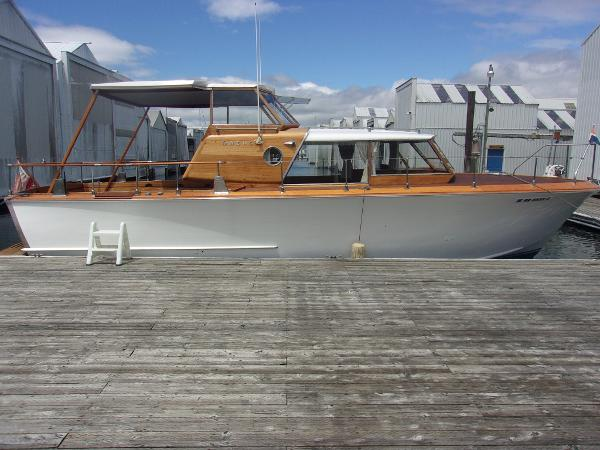 35' Owens Flagship Express Cruiser with Boathouse