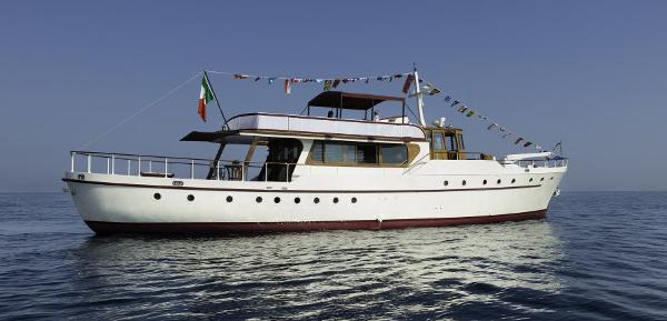 Custom-Craft Gentleman yacht