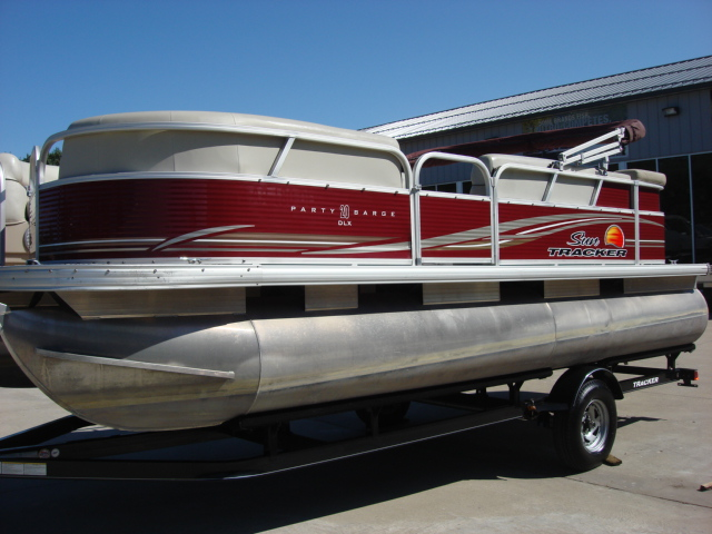 Sun Tracker Signature Series PARTY BARGE® 20 DLX