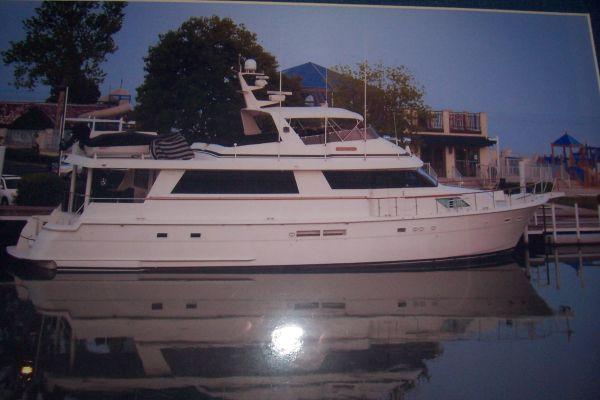 Hatteras Freshwater Custom 74' CPMY Photo 1