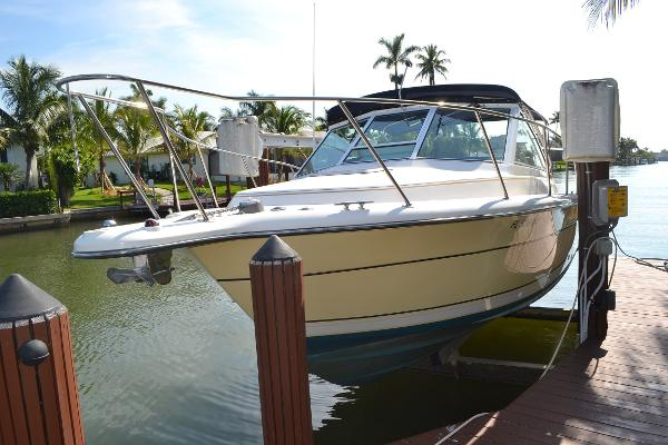 Tiara 2900 Coronet Port Bow