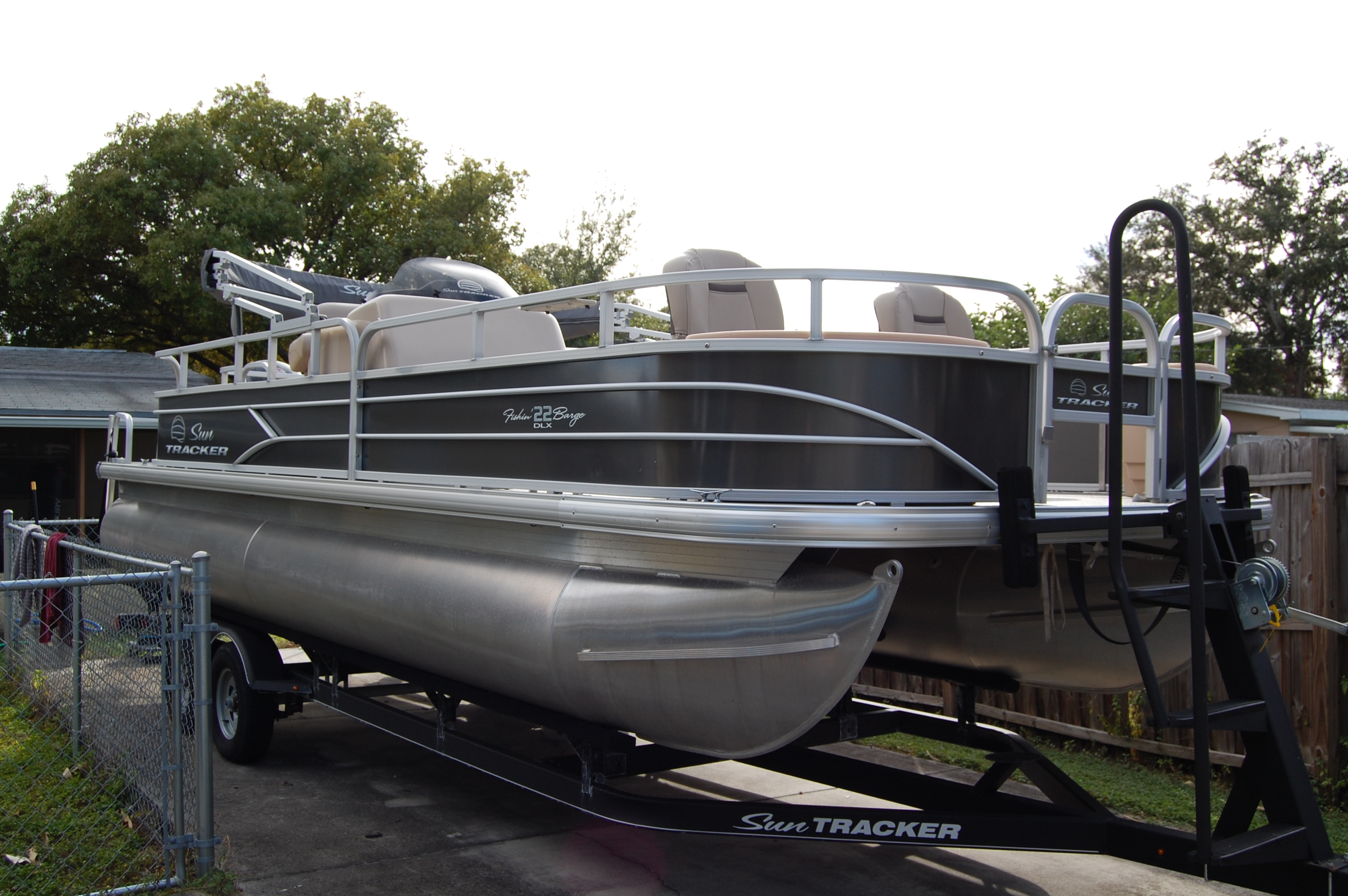 Sun Tracker 22 Fishing Barge 22 DLX