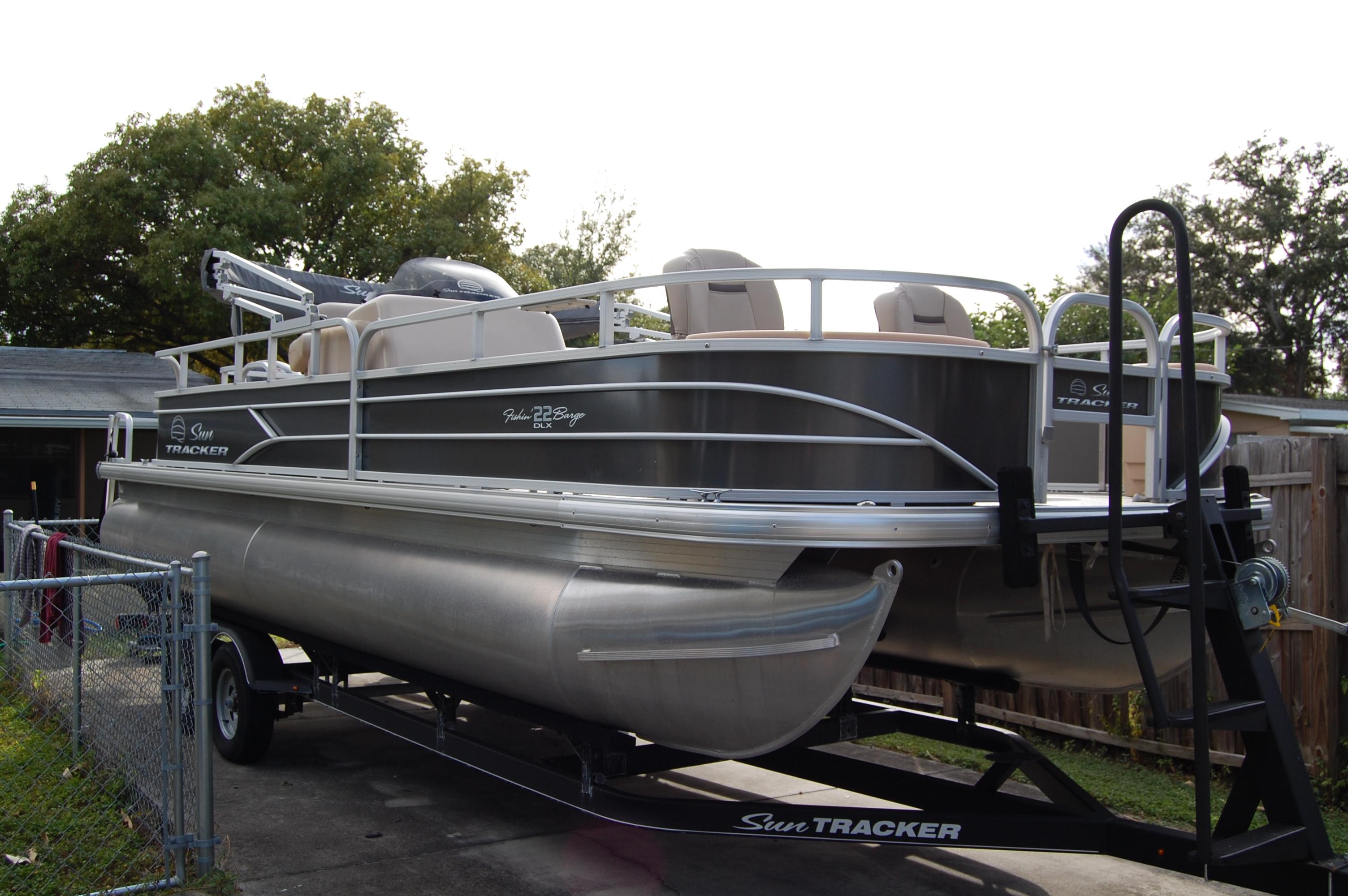 Sun Tracker 22 Fishing Barge 22 DLX