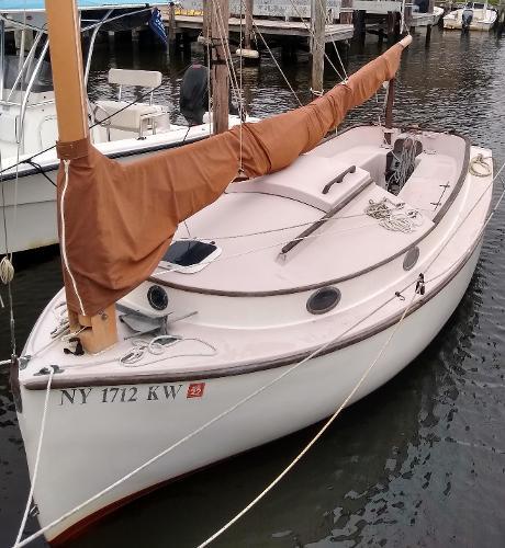 Menger 19 Catboat