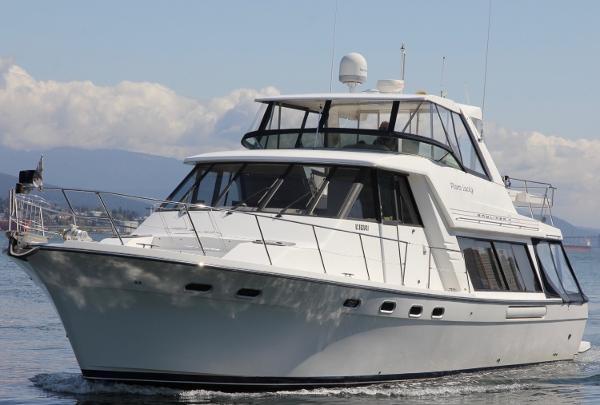 Bayliner 4788 Pilot House Motoryacht Port View Underway