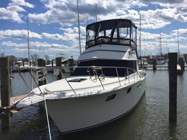 Carver 3207 1986 Carver 3207 - Overall Port View