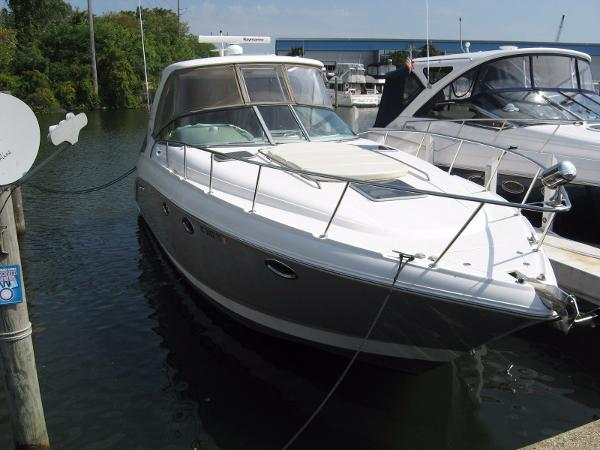 Chaparral 350 Signature DOCKSIDE VIEW