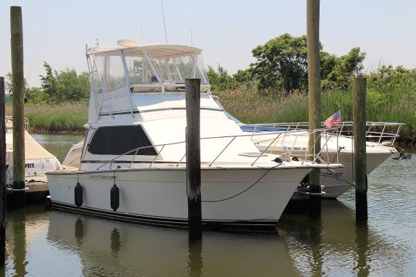Egg Harbor 33 Convertible