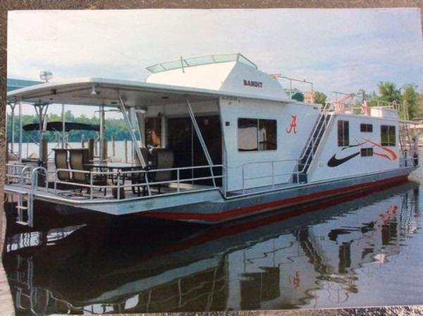 Sumerset Houseboats Catwalks