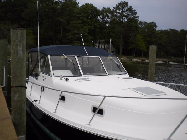 Mainship Pilot 34 Starboard profile view looking aft