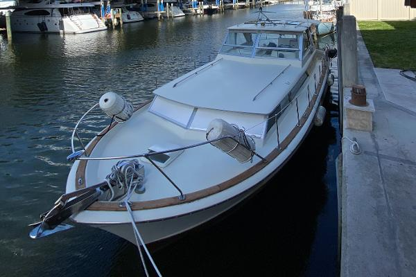 Chris-Craft 38