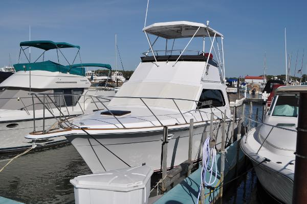Egg Harbor 33 Sedan Port Bow