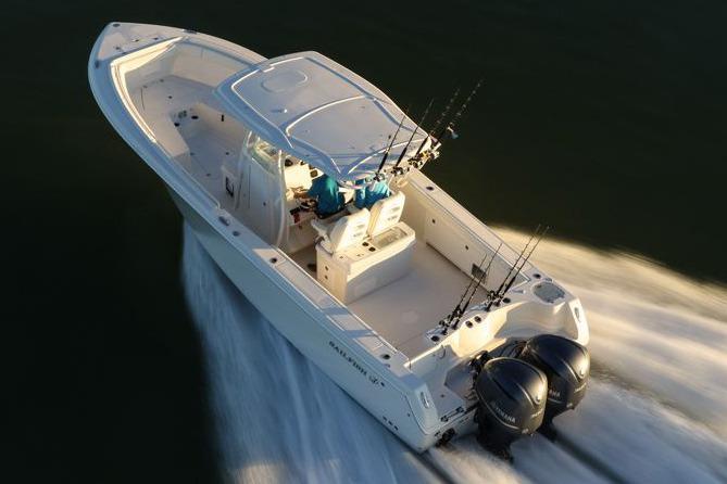 Sailfish 320 CC Manufacturer aerial running photo