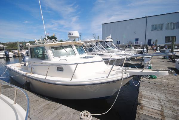 Parker 2520 XL Sport Cabin Starboard